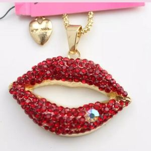 💋NWT Betsey gold lips large pendant necklace